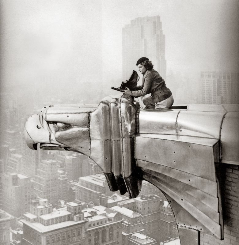 Margaret Bourke-White travaillant en haut du Chrysler Building, New York, 1935